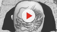 Gemitaiz si tatua un dragone in testa e il web ironizza con i meme