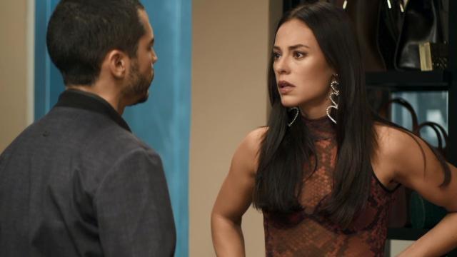 Vivi convence Camilo a não demitir Berta
