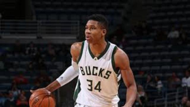 Giannis Antetokounmpo et les Bucks dominent les Rockets