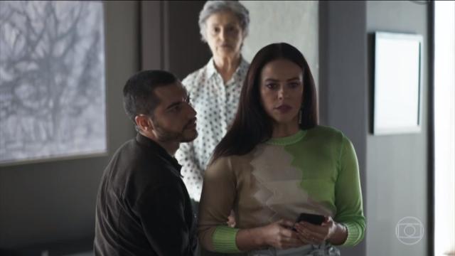 Berta sugere a Camilo que se divorcie de Vivi