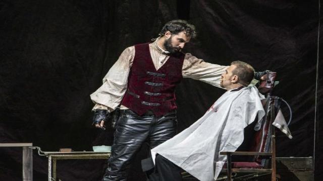 5 foto in anteprima del musical Sweeney Todd al Teatro Colosseo