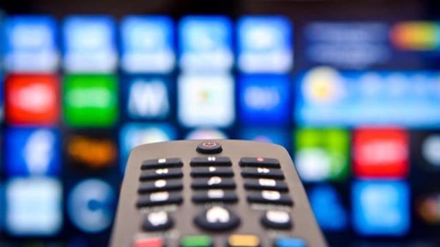 Programmazione Mediaset 1 Novembre: sospesi Uomini e Donne e Una Vita