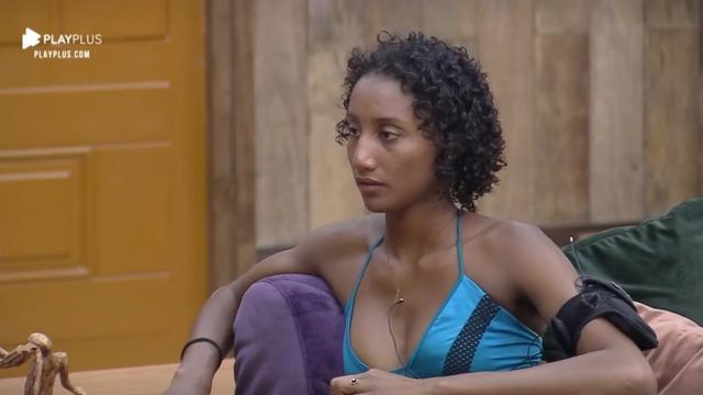 'A Fazenda': transmissão flagra Sabrina Paiva sendo chamada de 'macaca'