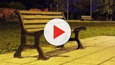 Calabria, dorme su una panchina perchè non sa come arrivare a lavoro: l'azienda nega