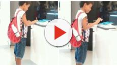 Sem recursos, menino pobre faz trabalho de escola em tablet de shopping e imagem viraliza