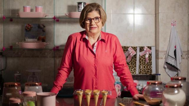 Ex-governadora Rosinha Garotinho agora ganha a vida vendendo doces