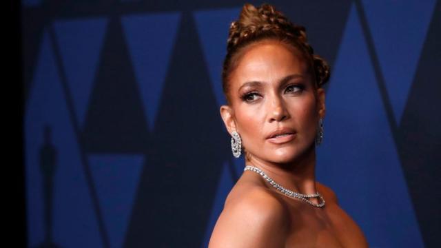 Jennifer López confiesa que un director le pidió que le enseñara el pecho