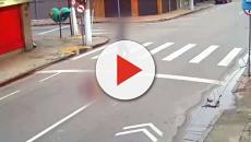Em vídeo, moradora de rua aparece sendo morta a tiros após pedir esmola no RJ
