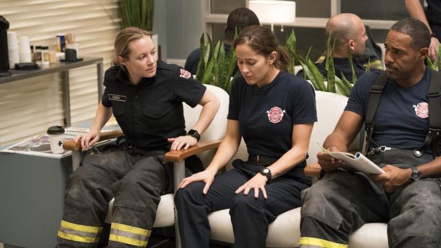 Grey's Anatomy 16x10, spoiler: un incidente sconvolge tutti i protagonisti in un bar