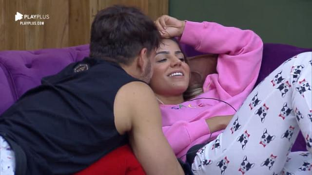 Hary termina namoro com Lucas após ele dizer que ela é a melhor amiga de Luccas