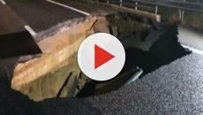 Maltempo, si apre voragine di 10 metri sull'autostrada Torino-Piacenza