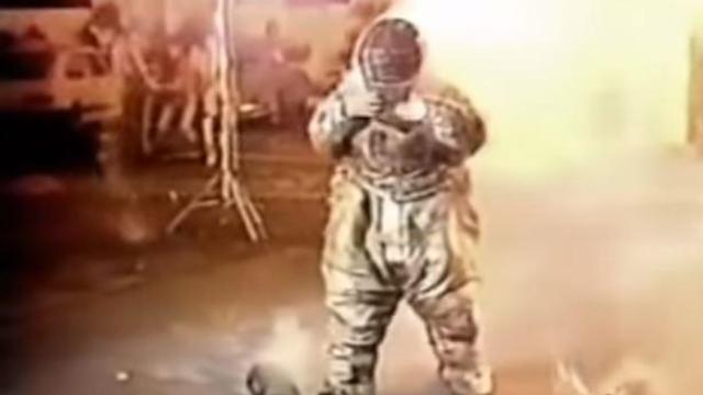 Em 1987 Gugu sofreu queimaduras ao participar de um quadro do Viva a Noite