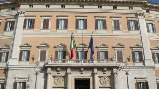 Rissa a Montecitorio tra deputati sul fondo salva Stati, seduta sospesa