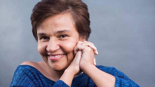 Cláudia Rodrigues é internada às pressas após sentir fortes dores na cabeça
