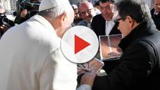 Nicola Fiasconaro dona a Papa Francesco della manna locale