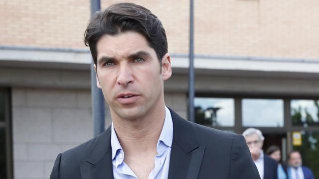 El periódico ABC sostiene que la mujer que sale con Cayetano en las fotos es abogada