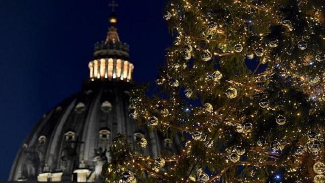 La Navidad llega al Vaticano con un pesebre y un abeto lleno de luces