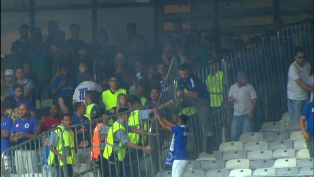 Imagens da destruição do Mineirão pelos torcedores do Cruzeiro