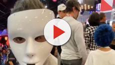 Marcos Mion usa máscara para não ser reconhecido na CCXP e passear com seu filho