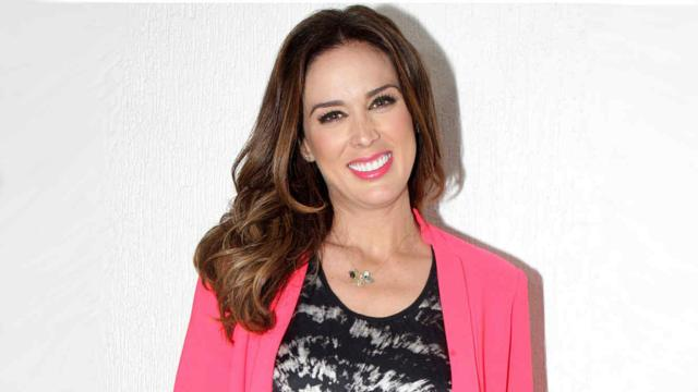 Jacqueline Bracamontes reaparece após inúmeros cirurgias plásticas