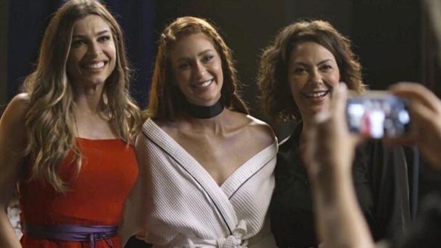 'Bom Sucesso': Eliza causa em desfile, manda beijos e ainda dá alguns conselhos