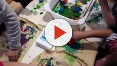 Genova, maestre fanno disegnare a bimbi dipinto delle sardine: Lega protesta
