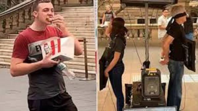 Un homme fait polémique en mangeant du poulet devant une manifestation végane