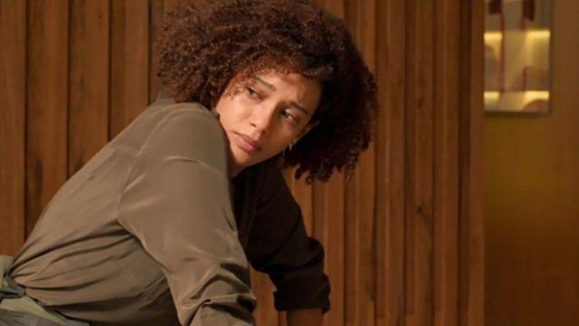 'Amor de Mãe': Vitória, ao descobrir passado de Sandro, descobre que ele é seu filho
