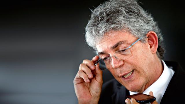 Ex-governador da Paraíba tem mandado de prisão decretado