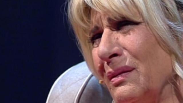'Uomini e Donne' del 16 dicembre: Gemma viene consolata da Tina