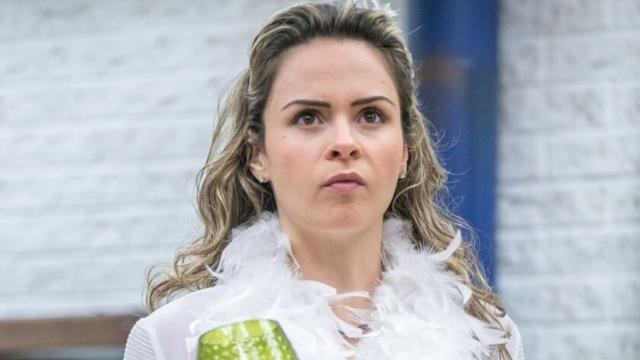 Ana Paula Renault processa Sonia Abrão e pede R$ 300 mil de indenização