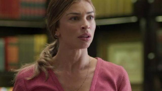 Na novela Bom Sucesso, Paloma flagra Marcos com outra mulher na cama