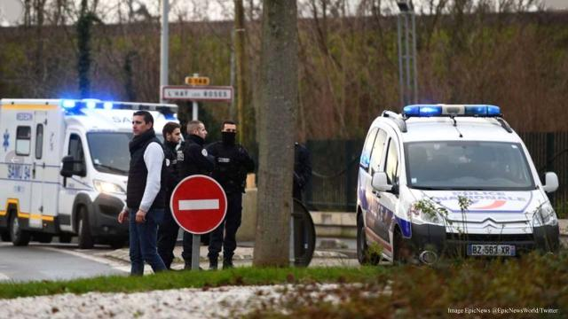 France knife attack kills one man, injures two, police investigate motive