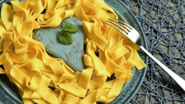 Tagliatelle robiola e zafferano: un piatto semplice, veloce e buono