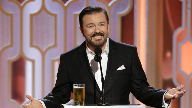 Ricky Gervais causa polêmica no Globo de Ouro com piadas sobre pedófilos e islamismo