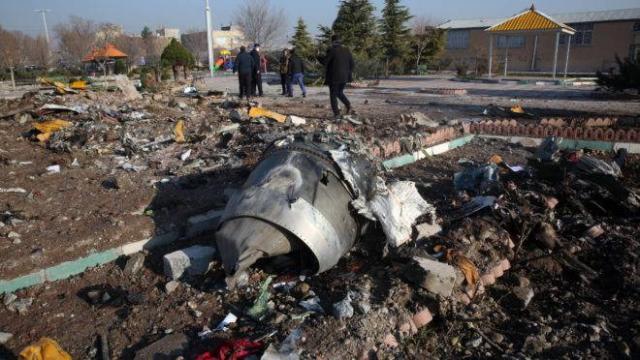Avião ucraniano com 176 pessoas a bordo cai no Irã
