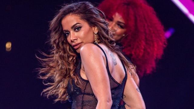 Anitta leva marmita vegana para gravações de participação da novela 'Amor de Mãe'