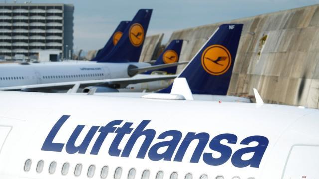 La Lufthansa è alla ricerca di assistenti di volo