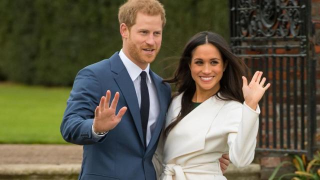 Harry e Meghan, lo 'strappo': lui tratta con la Casa Reale, lei vola in Canada