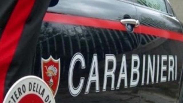 Catanzaro, auto impatta contro un muro: cinque ragazzi rimasti feriti