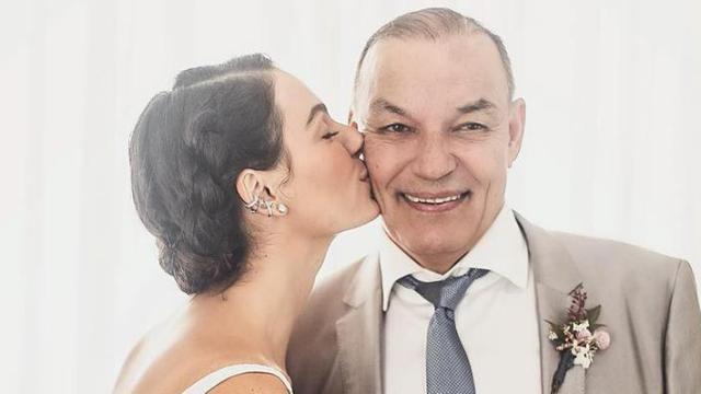 Pai da atris Ísis Valverde morre após sofrer um mal súbito