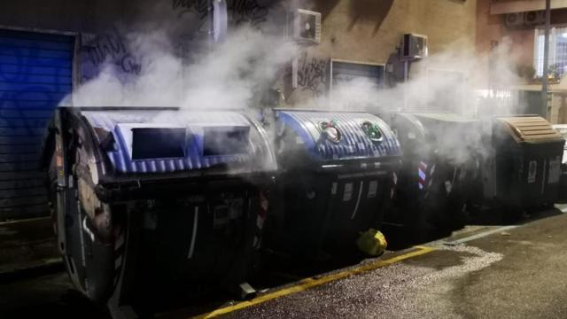 Ostia, cassonetti in fiamme: danneggiata anche una cabina elettrica
