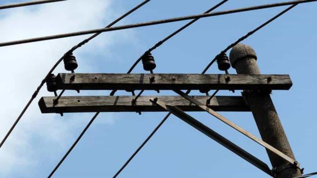 Fio se solta de poste e mata irmãos eletrocutados em São Gonçalo