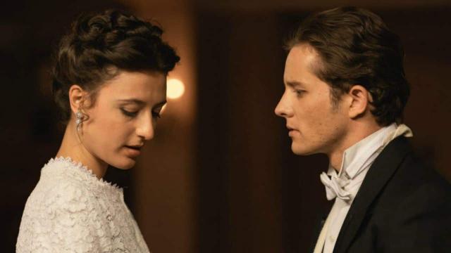Una Vita, anticipazioni al 24 gennaio: Samuel chiede a Lucia di sposarlo, lei tentenna