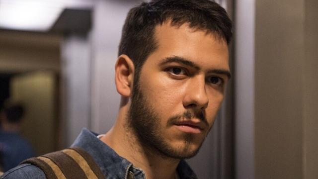 'Amor de Mãe': Vinicius investiga Tales e descobre que ele não presta