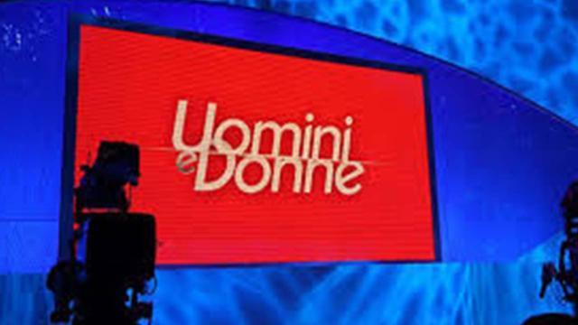 Uomini e Donne, registrazione 16 gennaio: Tina mostra alcune foto di Gemma Galgani