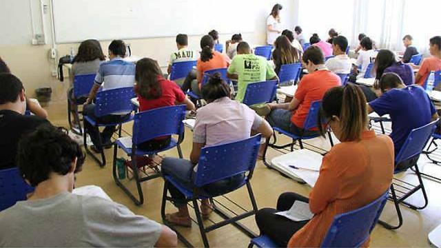 Com a nota do Enem os estudantes poderá concorrer a vagas em universidades