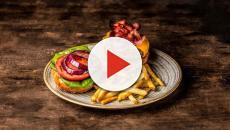 Los colegios de EUA reponen las pizzas, patatas fritas y hamburguesas en sus menús