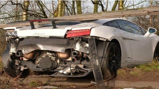 Goleiro do Manchester United sofre acidente de carro grave