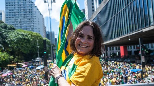 O convide de Regina Duarte para ocupar a pasta da Cultura divide opiniões